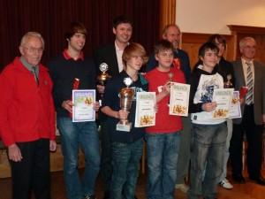 (Fast) alle im letzten Jahr erfolgreichen Schachspieler der SG Büchenbach/Roth